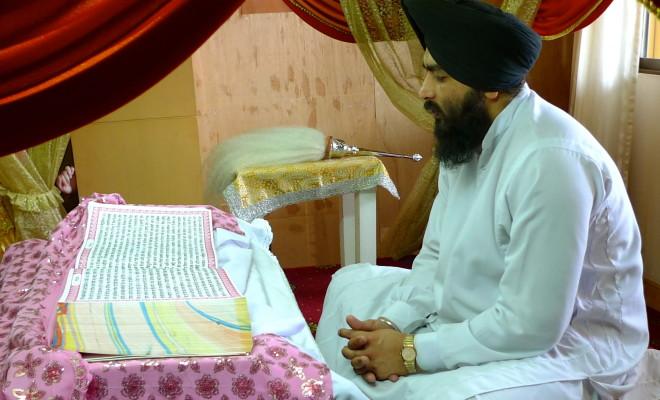 8. Temple sikh de Phahurat, lecteur du livre sacré