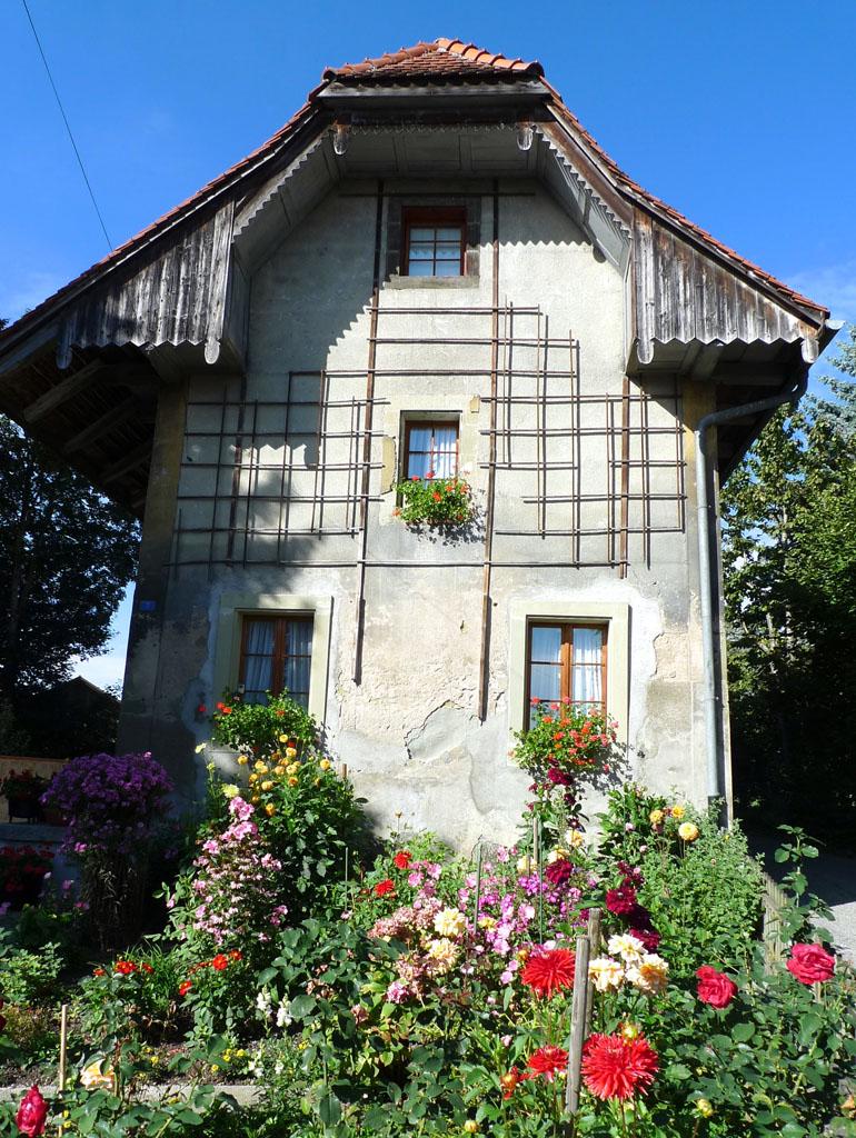 Cormanon friborgo casa antica con giardino usus mundi - Casa con giardino pisa ...