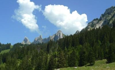 Rochers des Rayes (2026 m) et Dent de la Combette (2082 m)