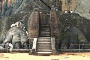 Rocher de Sigiriya (Sri Lanka), pattes du lion gardien