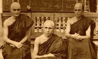 Trois moines farang