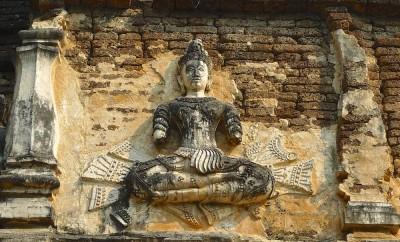 Wat Chet Yot, viharn, bas-relief représentant une apsara/1