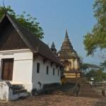Wat Chet Yot, ubosot et chedi de Tilokarat