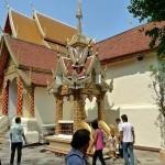 Wat Doi Suthep, viharn et clocher