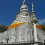 Wat Phra Singh, grand stupa avec éléphant