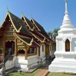 Wat Phra Singh, viharn et petit stupa