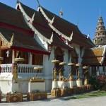 Wat Phuak Hong, viharn et chedi