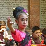Wat Doi Suthep, jeune danseuse sacrée
