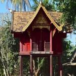 Wat Puttha En, ho trai (bibliothèque) sur pilotis