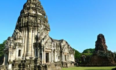 prasat phimai temple principal et pavillon royal ouest