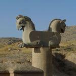 Chapiteaux en forme de griffons Homsa, Avenue de l'Armée