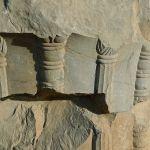 Salle aux cent colonnes, ruines disséminées, décoration/2