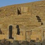 Salle aux cent colonnes et tombeau d'Artaxerxès II