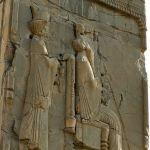 Tripylon, bas-relief montrant Artaxerxès et son héritier
