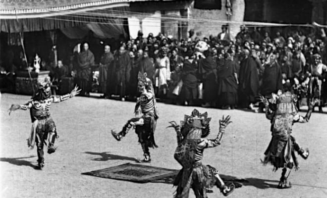 danse cham au tibet (potala lhasa) photo bruno beger 1938-39