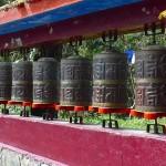 Gangtok/Sikkim, monastère Enchey, moulins à prière avec la formule mystique