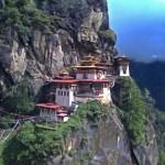 Monastère Taktshang au Bouthan; issu d'une grotte, il s'accroche aux rochers