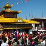 La foule devant le temple principal