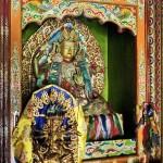 Statue du Bouddha transcendant Ratnasambhava