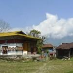 Portail d'entrée et bâtiment des moulins à prière