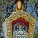 Chörten avec peinture de Padmasambhava