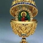 Oeuf de pâques contenant une icône du Christ