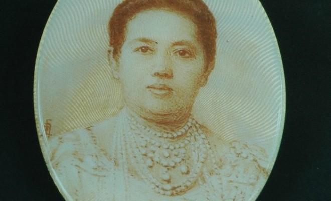 Medaglione con ritratto della regina Sawabha Phongsri