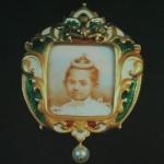 Broche avec portrait de la princesse Sirabhorn Sophon