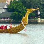 Barge royale principale Supannahong avec proue en forme de Hamsa
