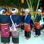 Un groupe de tisserandes du village/2