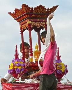 Préparation du pavillon du Bouddha