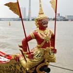 Barge Sukriip Khrong Muang avec son singe Krabi rouge