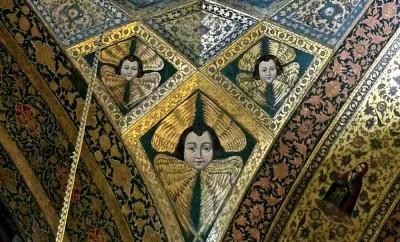 Kelisa-ye vank, portail de l'église, fresque représentant des anges