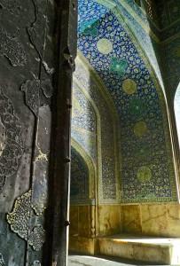 Entrée dans la mosquée
