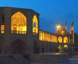 Pavillon central et une moitié du pont, la nuit