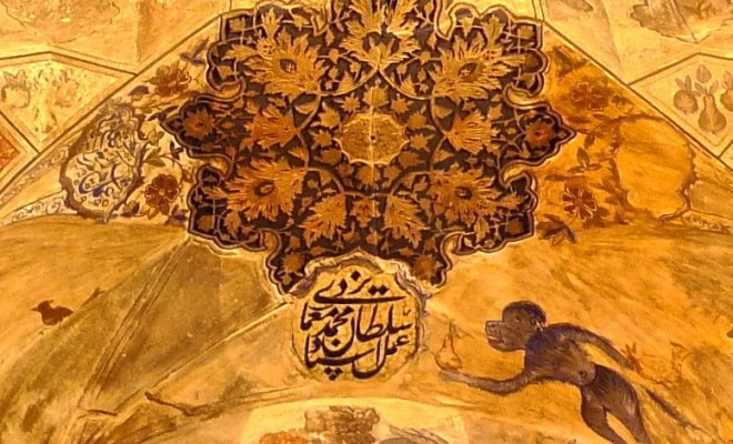 Peintures du plafond, détails, inscription et singe
