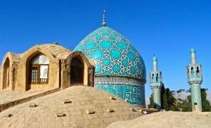 Toit de la mosquée, coupole et les deux minarets