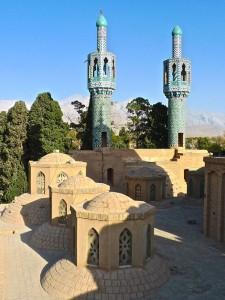 Vue du toit et des deux minarets de la mosquée