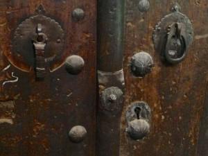 Maison Pirnâ, porte