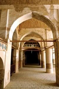 Mosquée du vendredi, galerie de la cour