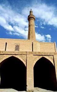 Mosquée du vendredi, cour et minaret
