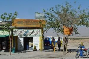 Sarvestan, station d'essence dans le désert