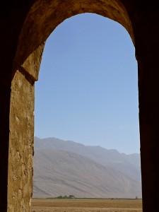 Vue du désert et des montagnes environnantes