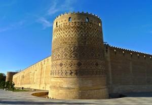 Mur et donjon vu du Sud-Est