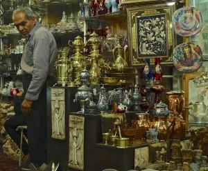 Shiraz, Bazar-e Vakil, marchand d'étains et de céramiques