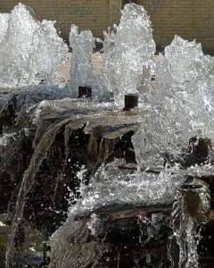 L'eau qui alimente ses nombreux jardins, est une denrée rare en Iran