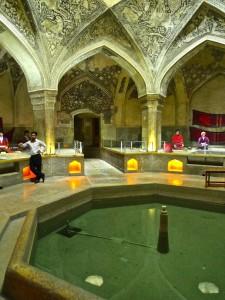 Bassin à l'entrée du hammam