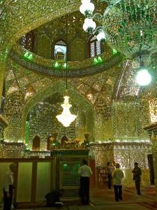 Salle de prière, avec ses décorations en verre de Venise