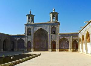 Qibla et mihrab dans la cour