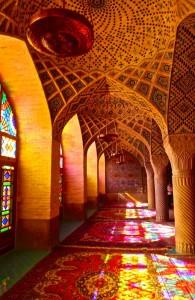 Salle de prière à colonnade de la mosquée
